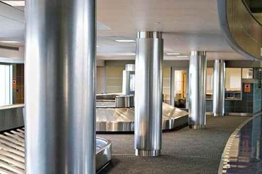 تصویر ستون فلزی یکی از انواع سازه های فلزی